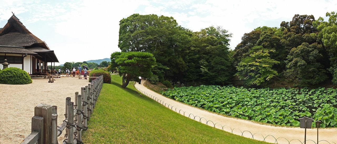s-20150530 後楽園今日の延養亭と花葉の池のワイド風景 (1)