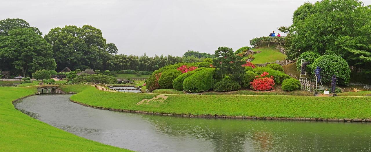 s-20150605 後楽園今日のひょうたん池越しに見る唯心山ワイド風景 (1)