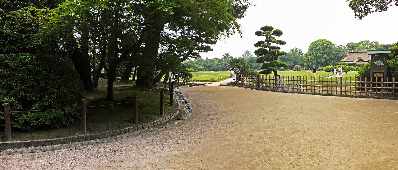 s-20150613 後楽園今日の園内入口付近のワイド風景 (1)