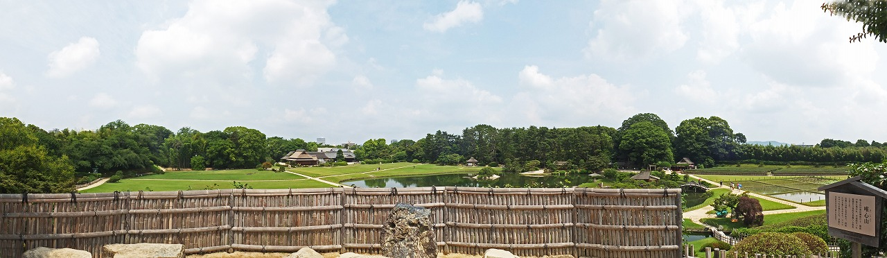 s-20150617 後楽園今日の唯心山頂上から眺めた夏空の園内ワイド風景 (1)