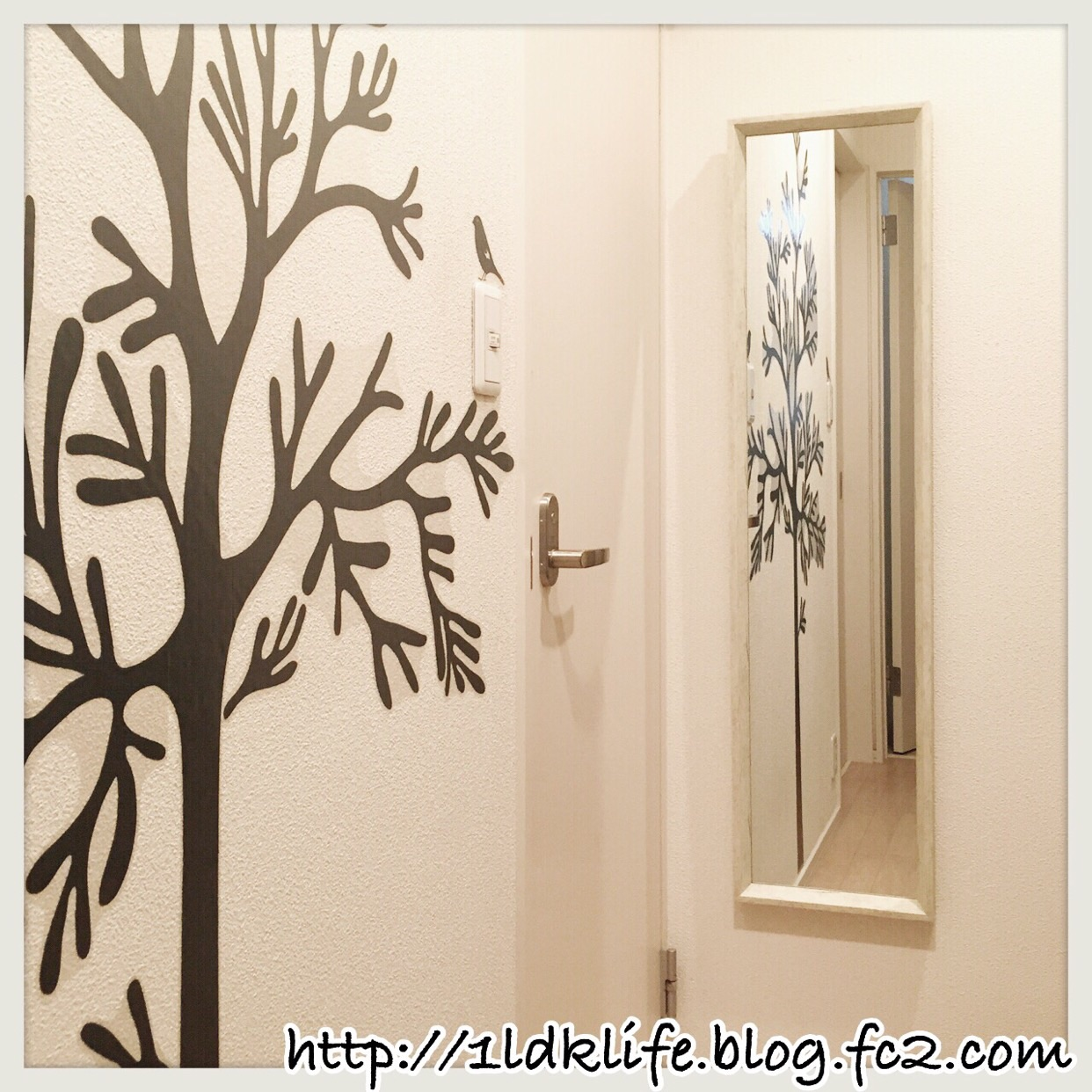 玄関の鏡。