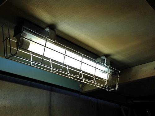 ガード付き蛍光灯