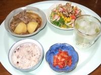 6/3 夕食 肉じゃが、水菜とシメジのサラダ、キムチ、雑穀ごはん