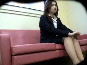 若い女の体を貪る卑劣な面接試験官 1 アダルト動画