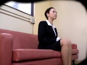 若い女の体を貪る卑劣な面接試験官 2 アダルト動画