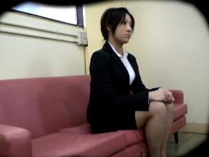 若い女の体を貪る卑劣な面接試験官 4 アダルト動画