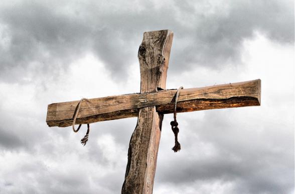 荒削りの十字架