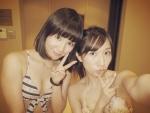 AKB48 片山陽加 鈴木まりや セクシー ビキニ水着 おっぱいの谷間 自撮り ピース カメラ目線 高画質エロかわいい画像3