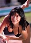 向井亜紀 セクシー ビキニ水着 巨乳おっぱいの谷間 濡れている 日焼け肌 誘惑 1980年代アイドル 挑発ポーズ 高画質エロかわいい画像8714