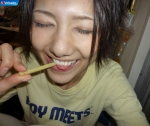 AKB48 宮澤佐江 セクシー 舌出し 食事顔 顔アップ 自撮り 目を閉じている 高画質エロかわいい画像8867
