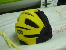 20150509 ビビットカラーのヘルメット後姿