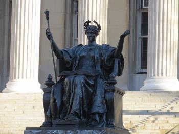 コロンビア大学の女神像