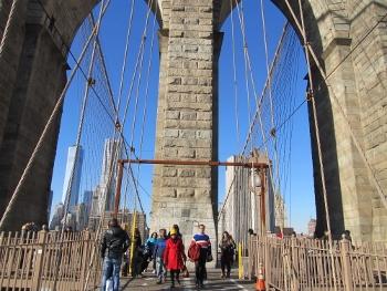 ブルックリン橋を渡る