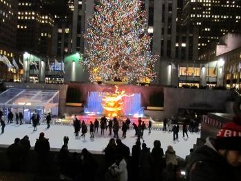 ロックフェラーセンター前のクリスマスツリー