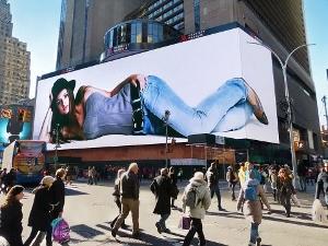 タイムズスクエアの巨大広告ディスプレイ