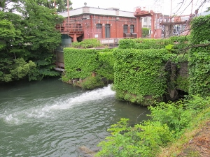 ドイツの雰囲気がある川沿いのダム
