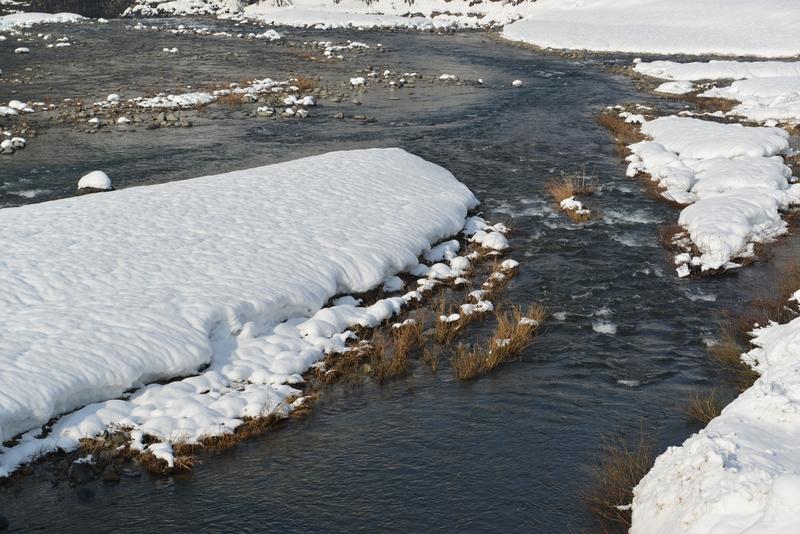 雪の河原-1