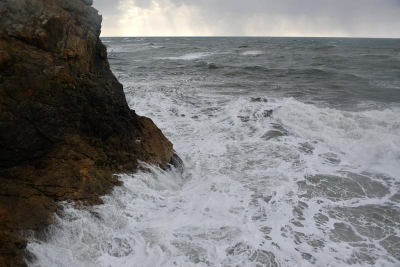 荒れる海-2