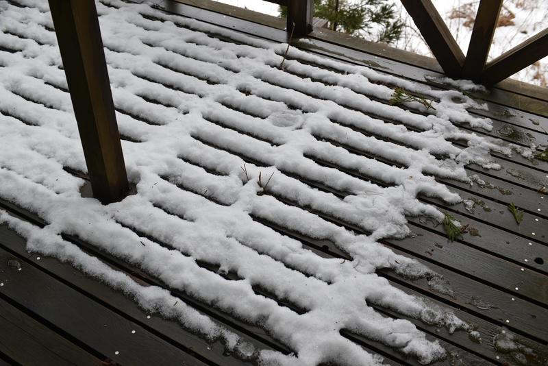 デッキの雪-2
