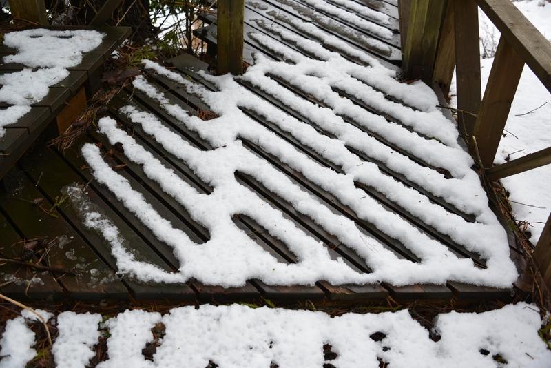 デッキの雪-3