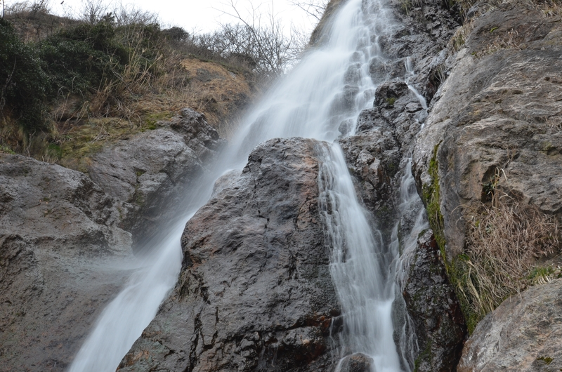 春を待つ浜滝-2