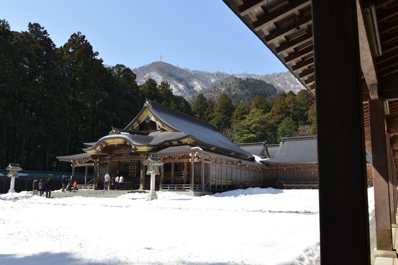 雪の残る神社-1