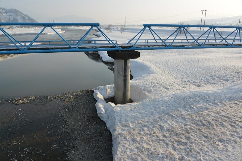 雪解け進む川-3