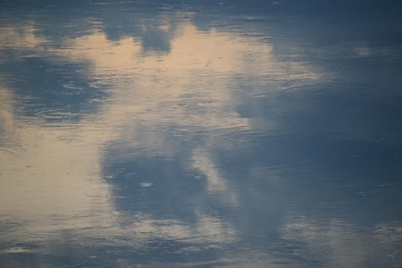 夕暮れ時の水面-2