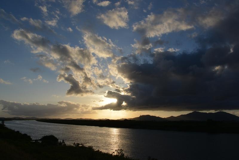 川と空と夕陽と-3