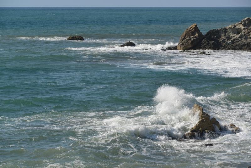 岩と波と-1