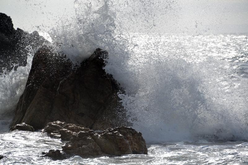 岩と波と-3