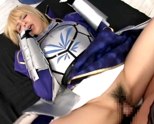 セイバーのレイヤー美少女が黒パンストを穿いて足裏コキの脚フェチDVD画像2