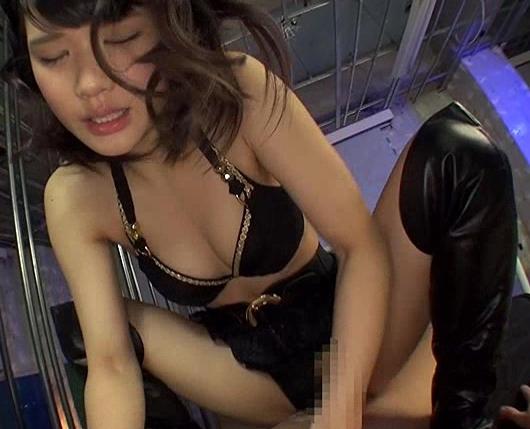 ドエスな痴女がニーハイブーツコキや騎乗位で淫語責めの脚フェチDVD画像4