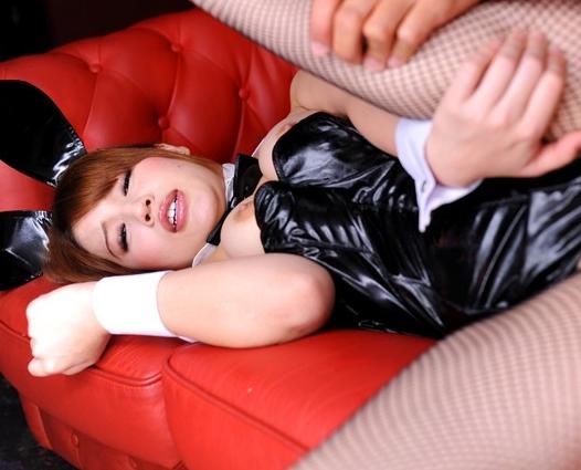 デカ尻&巨乳のバニーガールを網タイツ着衣のままハメるの脚フェチDVD画像5