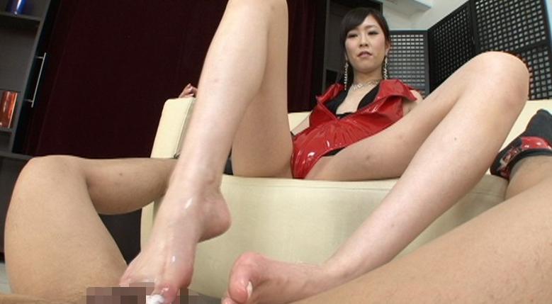 激☆足コキ 美脚でM男汁の生搾りの脚フェチDVD画像3