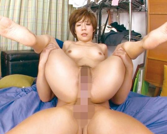 34歳の淫乱妻が熟練されたフェラと黒パンストの足コキ責めの脚フェチDVD画像6