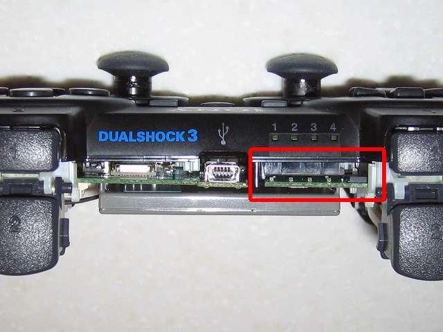 DS3 Dualshock3 デュアルショック3 Wireless Controller Black CECHZC2J A1 誤作動対策(Random Button Error Fix)、接点シート下にゴムシート板をセットしたら、電子回路基板を取り付け真横からみて歪みがないかどうか確認して、コントローラーを元通りに組み立てる、動作確認を行い誤作動が完全に直ったことを確認
