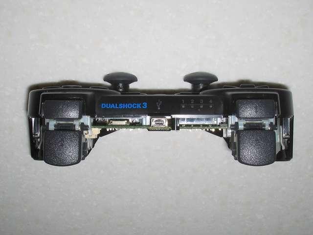 DS3 Dualshock3 デュアルショック3 Wireless Controller Black CECHZC2J A1 組み立て作業、L・R ボタン正面からコントローラー側面をチェックして電子回路基板がコントローラー本体からズレたり浮いていないかどうかチェック