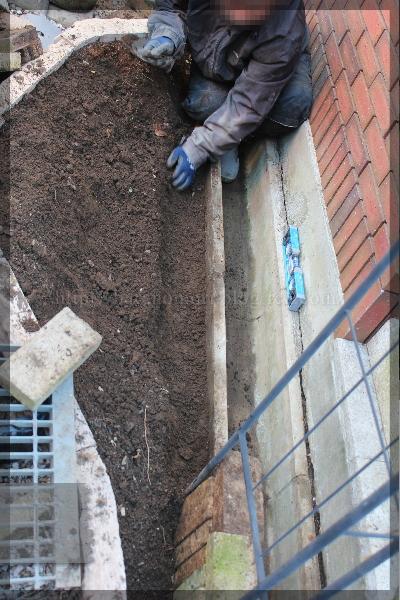 庭づくり 擁壁下花壇 20150118