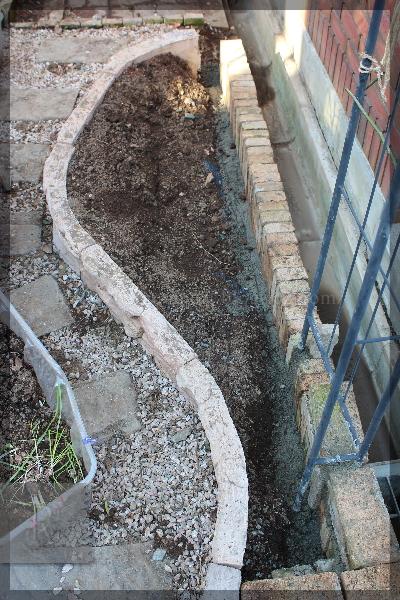 庭づくり 擁壁下 花壇 20150119