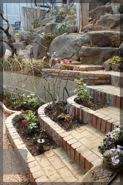 階段下 蹴上げ 花壇 庭づくり 階段 20150314
