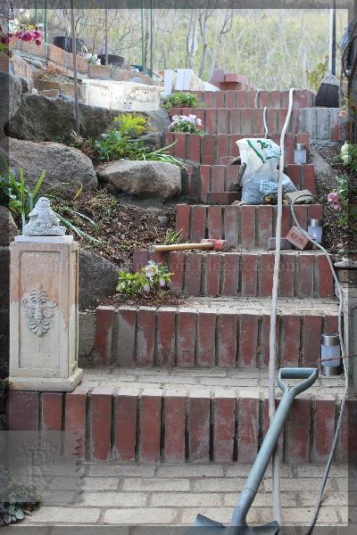 庭づくり 表階段 蹴上げ延長土留 20150315