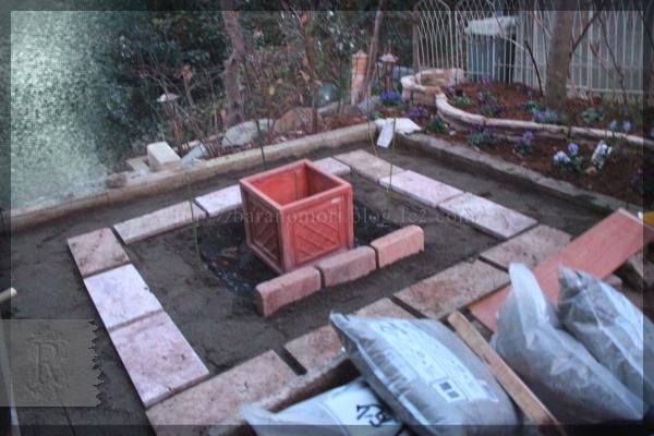 DIY 庭づくり テラス横 石敷 レンガ ピンコロ 20141222