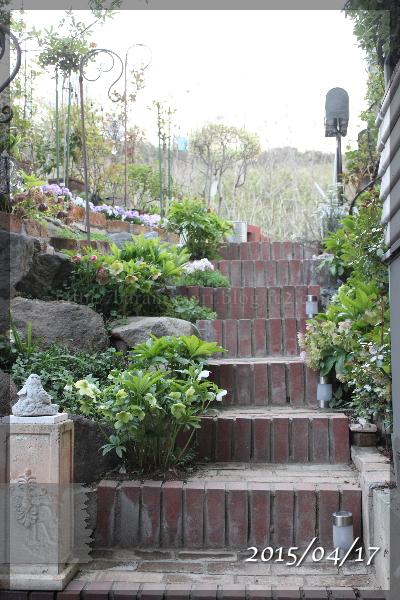 階段 橋の下 20150417