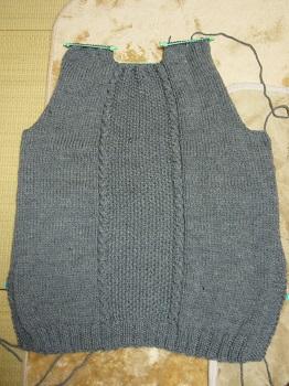 グレーのセーター後見頃完成