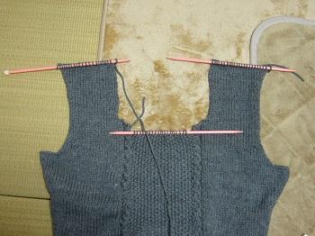 グレーのセーター前身頃完成
