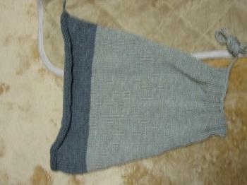 グレーのセーター袖1枚目