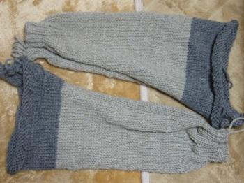 グレーのセーター袖2枚完成
