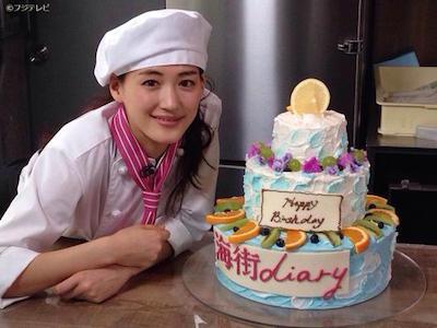 海街ダイアリーのケーキと並ぶ綾瀬はるか
