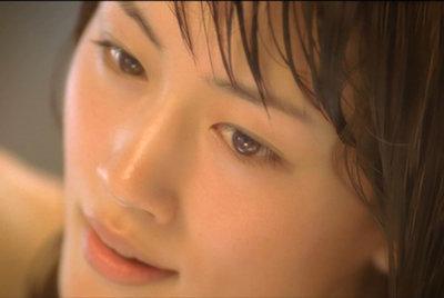 肌のキメがよく分かる綾瀬はるかのアップ画像